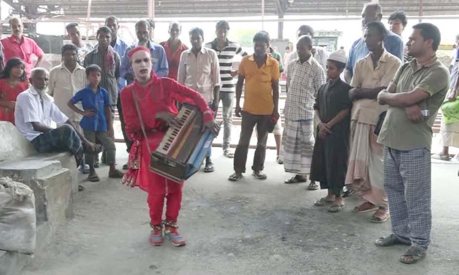 সান্তাহার স্টেশনে বাবুল গানওয়ালা